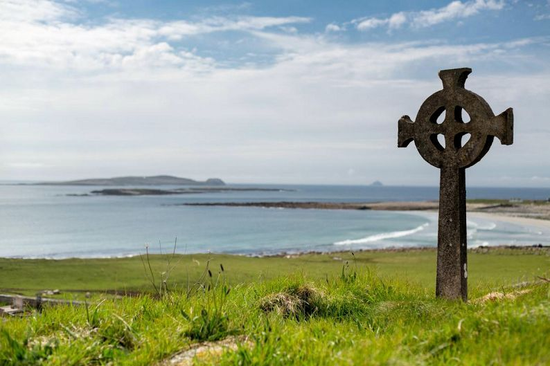 The Celtic cross and its languages